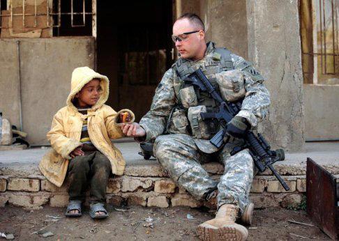 soldado y niño