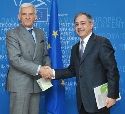 El Presidente del Parlamento europeo recibe el informe del Tribunal