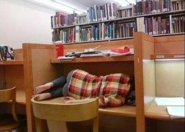 Durmiendo-biblioteca