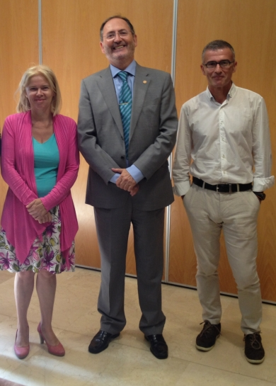 Con la coordinadora de la obra y el profesor Miguel Presno, en unas recientes Jornadas