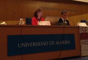 La gerente anfitriona Carmen Caba y el Rector Carmelo Rodriguez
