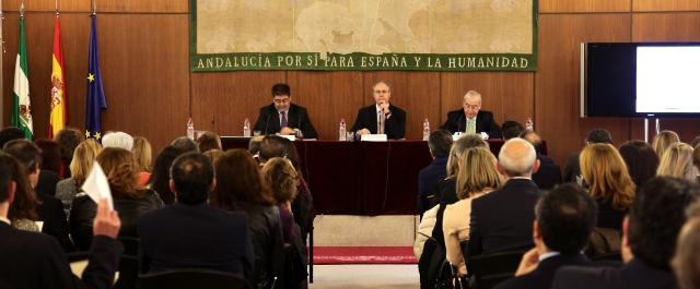 Inaugurando la Jornada, de izquierda a derecha, Antonio Lopez (presidente de la Cámara de Cuentas), Juan Pablo Duran (presidente del Parlamento andaluz) y Jesús Encabo (Presidente del Consejo de Cuentas de Castilla y Léón)