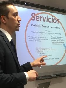 Julio García con los servicios y suministros